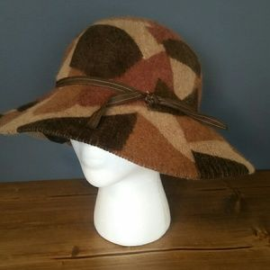 Accessories - Classic  hat
